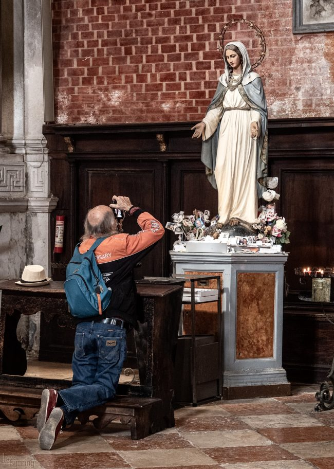 Hold that pose! <p> Santa Maria Gloriosa dei Frari, Venice, Italy (2019)